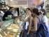 ©VINCENZO CORAGGIO / LAPRESSE 06-04-2002 ROMA INTERNI LUOGHI E STRADE DI ROMA NELLA FOTO TURISTE ACQUISTANO  UN GELATO IN UNA GELATERIA DI  PIAZZA NAVONA